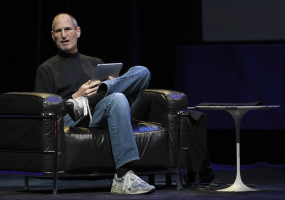Apple CEO Jobs discusses new iPad during its launch in San Francisco