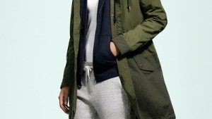 ユニクロの女性スウェットはシルエットが細くてメンズが履くのにもオススメ
